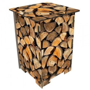 Hocker van Werkhaus met gestapelde houtblokken